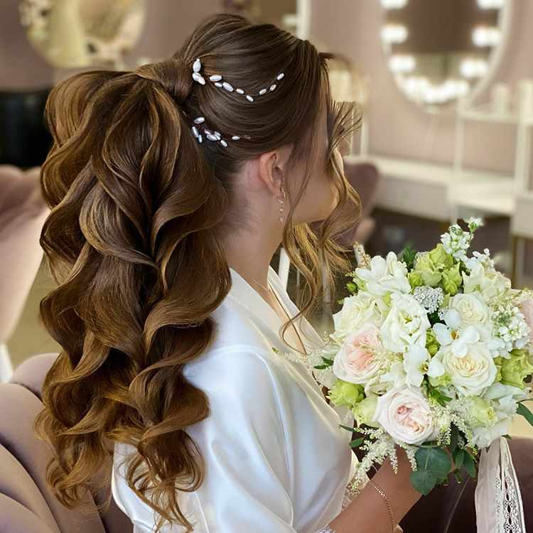 good hairstyle for round face