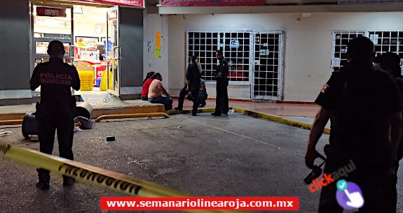 Sujetos armados arrancaron la caja fuerte de una tienda de conveniencia y se la llevaron