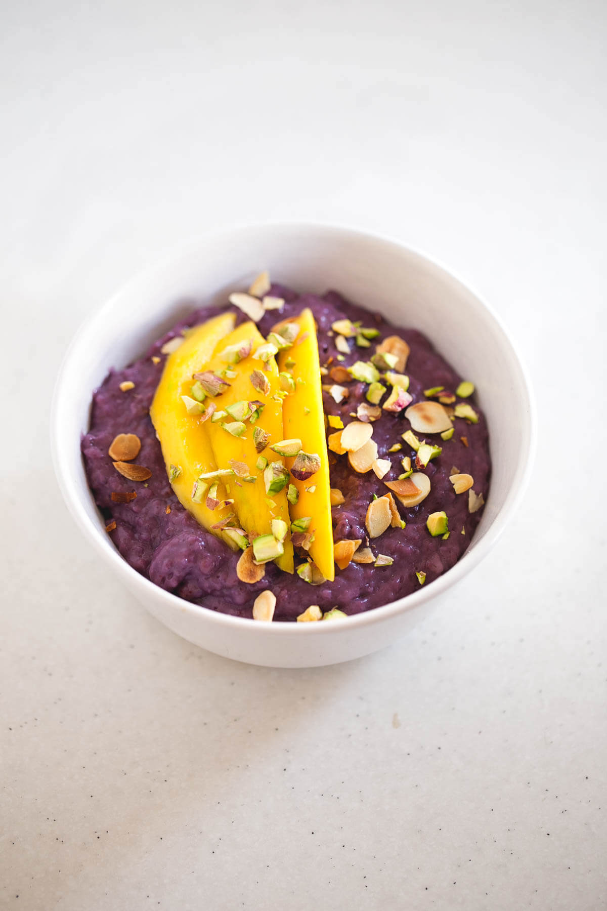 Vegan Blueberry Porridge: Oatmeal porridge is my breakfast of choice, along with green juices and smoothies. There are a thousand different recipes, but with blueberries, they are to die for.