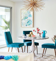 Comfortable velvet chair to create pop color dining room