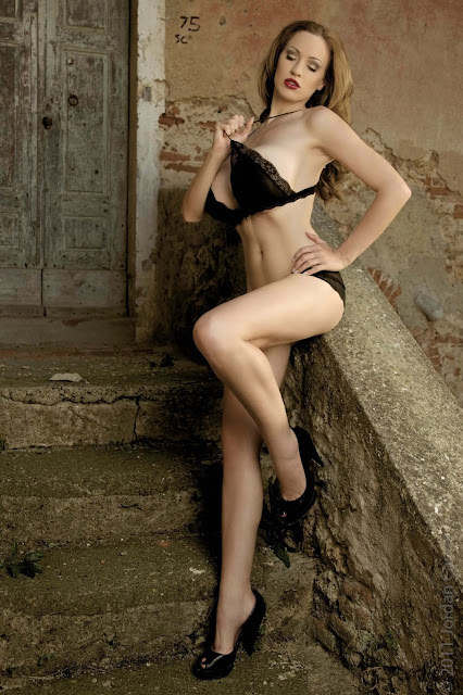 hot-Jordan-Carver-Last-Night-sexy-photoshoot-HD-Image-12