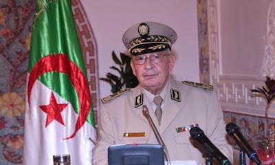 قال الفريق أحمد قايد صالح، نائب وزير الدفاع الوطني رئیس أركان الجیش .. في تصريحات له الیوم، أن 'القرارات الشجاعة التي اتخدتھا قیادة