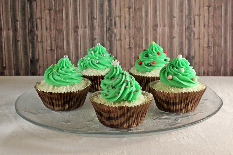 dienstagskind nachgebacken weihnachtsbaum cupcakes von. Black Bedroom Furniture Sets. Home Design Ideas