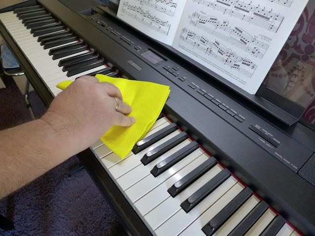 Usuwanie wirusów z klawiatury pianina lub keyboardu