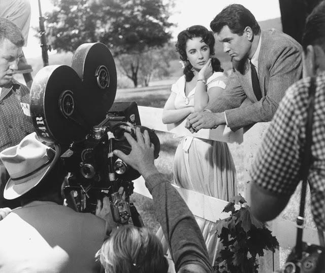 Foto dos bastidores do filme Assim Caminha a Humanidade, de 1956.