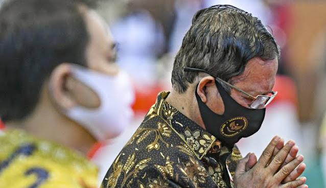 Mahfud Lapor Jokowi: Ini Ada Obat Covid Hasil Bertapa 40 Hari