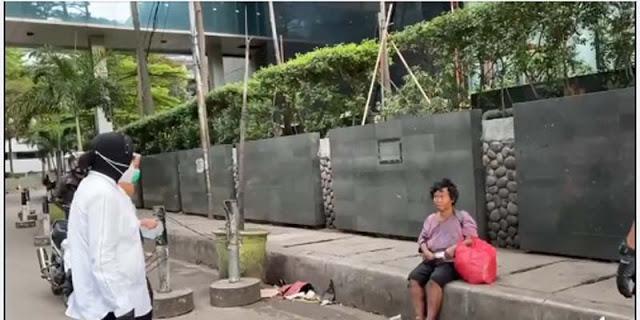 Risma Kembali Blusukan, Kali Ini Temui Tuna Wisma Di Sepanjang Jalan Sudirman-Thamrin