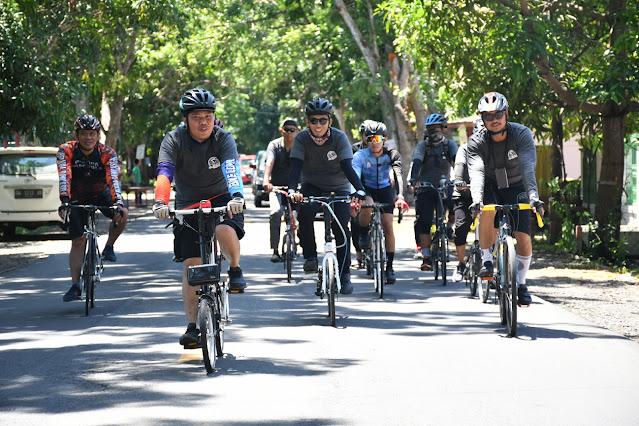 Wow, Bupati ASA Naik Sepeda dari Sinjai ke Bone Kota