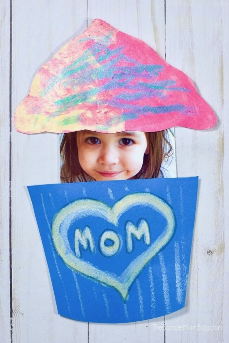 Pop up photo cupcake Mother's Day card for kids to make