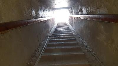 Dentro una piramide
