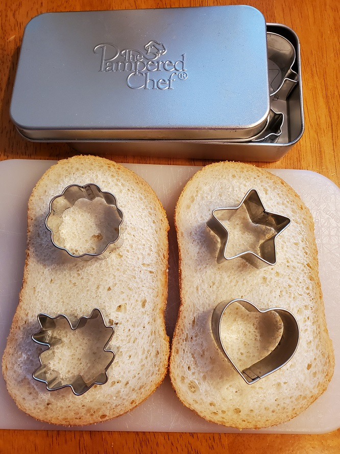 these are appetizer cutters made by pampered chef for cutting bread out to make orderves