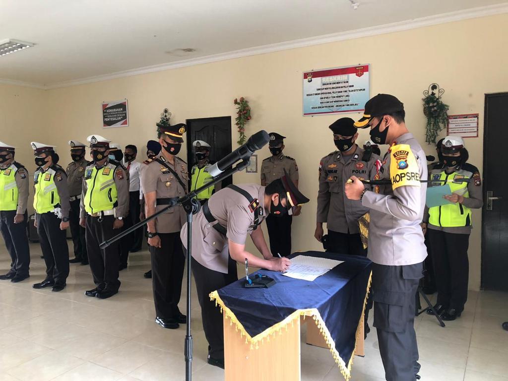 Kapolres Bintan Memimpin Upacara Serah Terimah Jabatan Kasat Lantas Polres Bintan