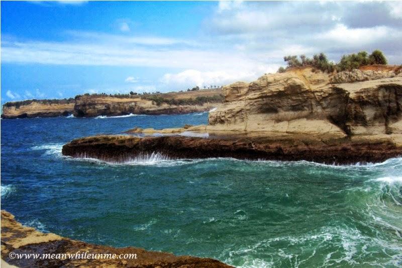 Pantai Klayar Pacitan pemandangan dari atas karang