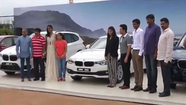 தங்க மகள்களுக்கு BMW கார் பரிசளித்த சச்சின்!