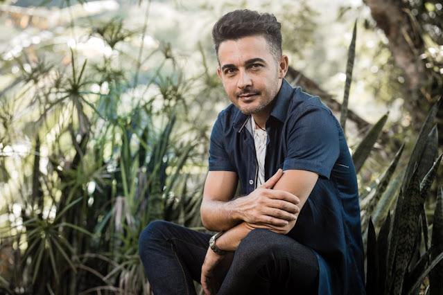 """Jonas Maciel lança """"Estou de Pé"""" com cantora internacional"""