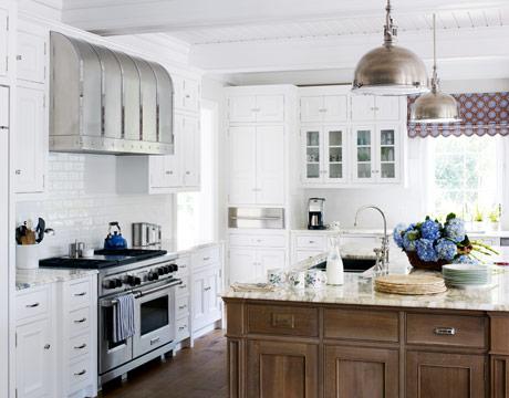 Mix and Chic: Home tour- A relaxing Georgia seashore house! - White Beach House Kitchen