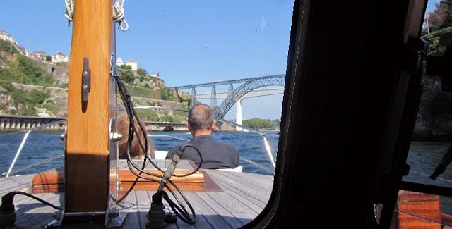 Passeio de barco no rio Douro