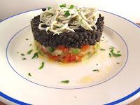 Ensalada de crudites con lentejas caviar y gulas