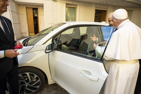 BMW doa elétrico i3 para o Papa Francisco