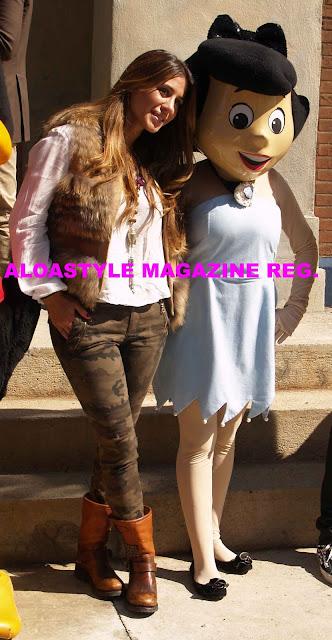 Elena Tablada espectacular,  con otras bellas celebrities, en el desfile de Parque Warner Madrid. Con el apoyo de las Firmas infantiles de El Corte Inglés.