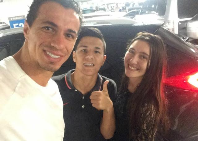 Leandro Damião ajuda torcedor durante vendaval no RS