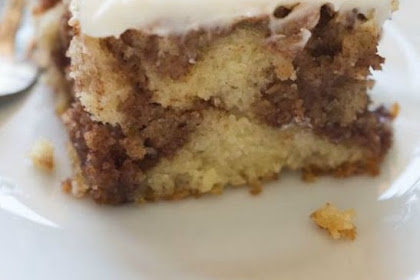 Cinnamon #Roll #Cake #with #Cream #Cheese #Frosting