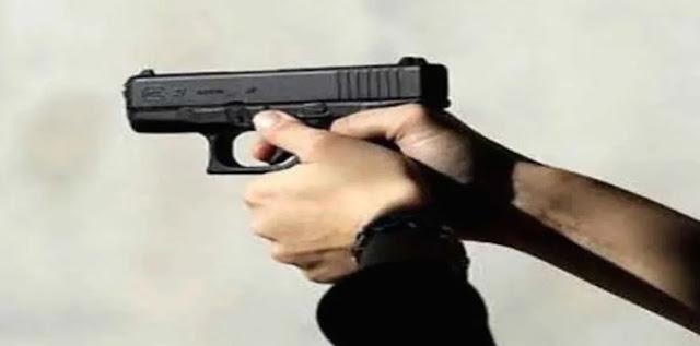 شرطي يقتل زوجته وابنتيه رميا بالرصاص