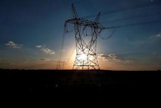 Adolescente tenta furtar em subestação e deixa 70 mil sem energia após sofrer descarga elétrica