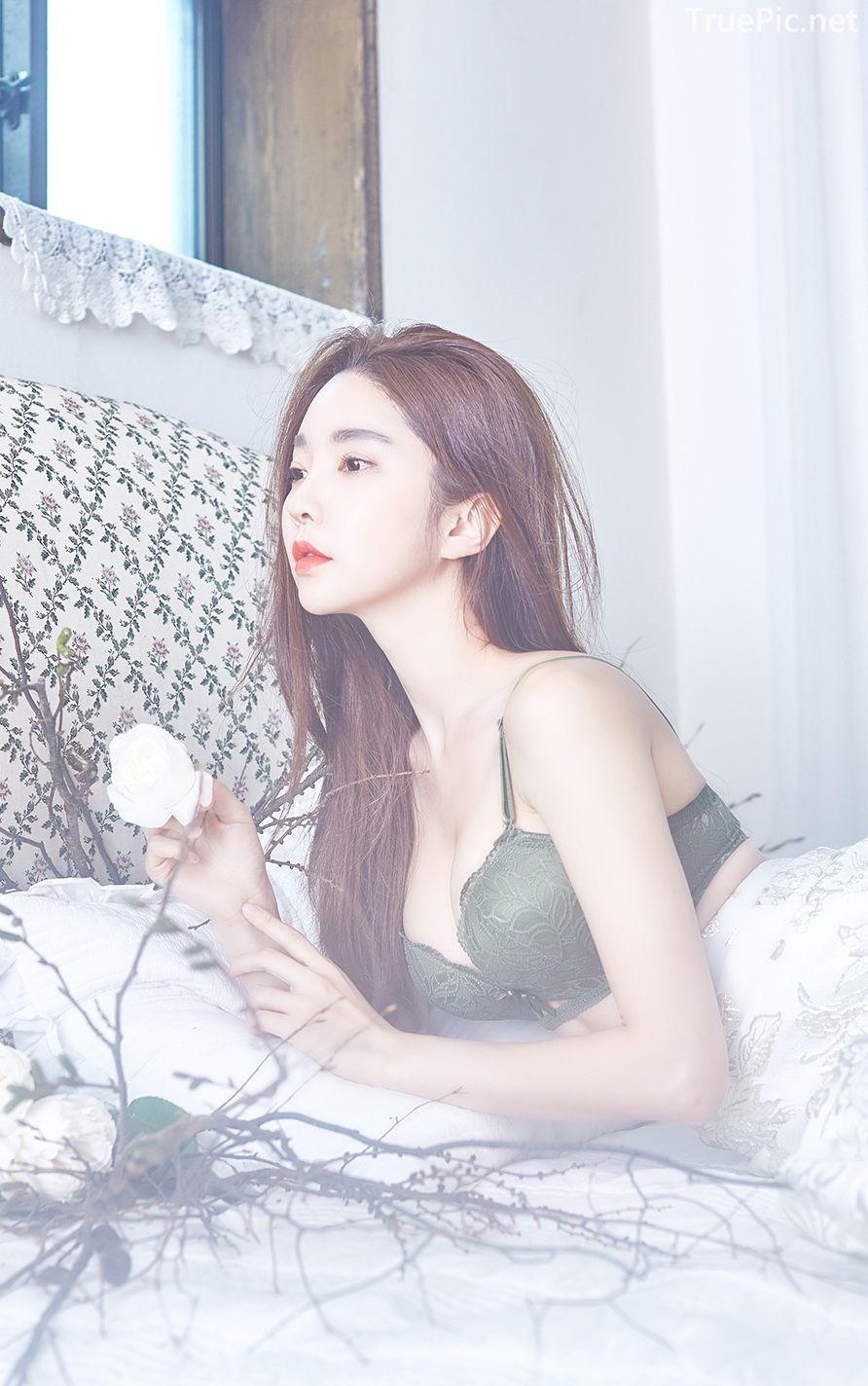 Korean beautiful model and fashion - Park Soo Yeon - Dark Green Bra Set - Picture 9