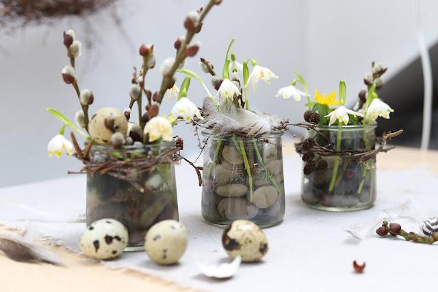 Jarní dekorace ve váze - kočičky a vajíčka ve skle