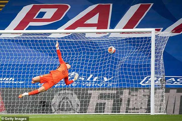 Chelsea suýt mất top 3, fan mắng thậm tệ thủ môn Kepa đắt nhất lịch sử 2
