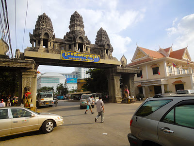 coming to cambodia from thailand road border crossing