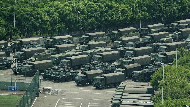 Concentração do exército chinês na fronteira.