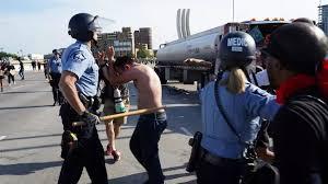 الكونغريس : وفاة شرطي خلال الاشتباكات.. و التحقيق يطال ترامب