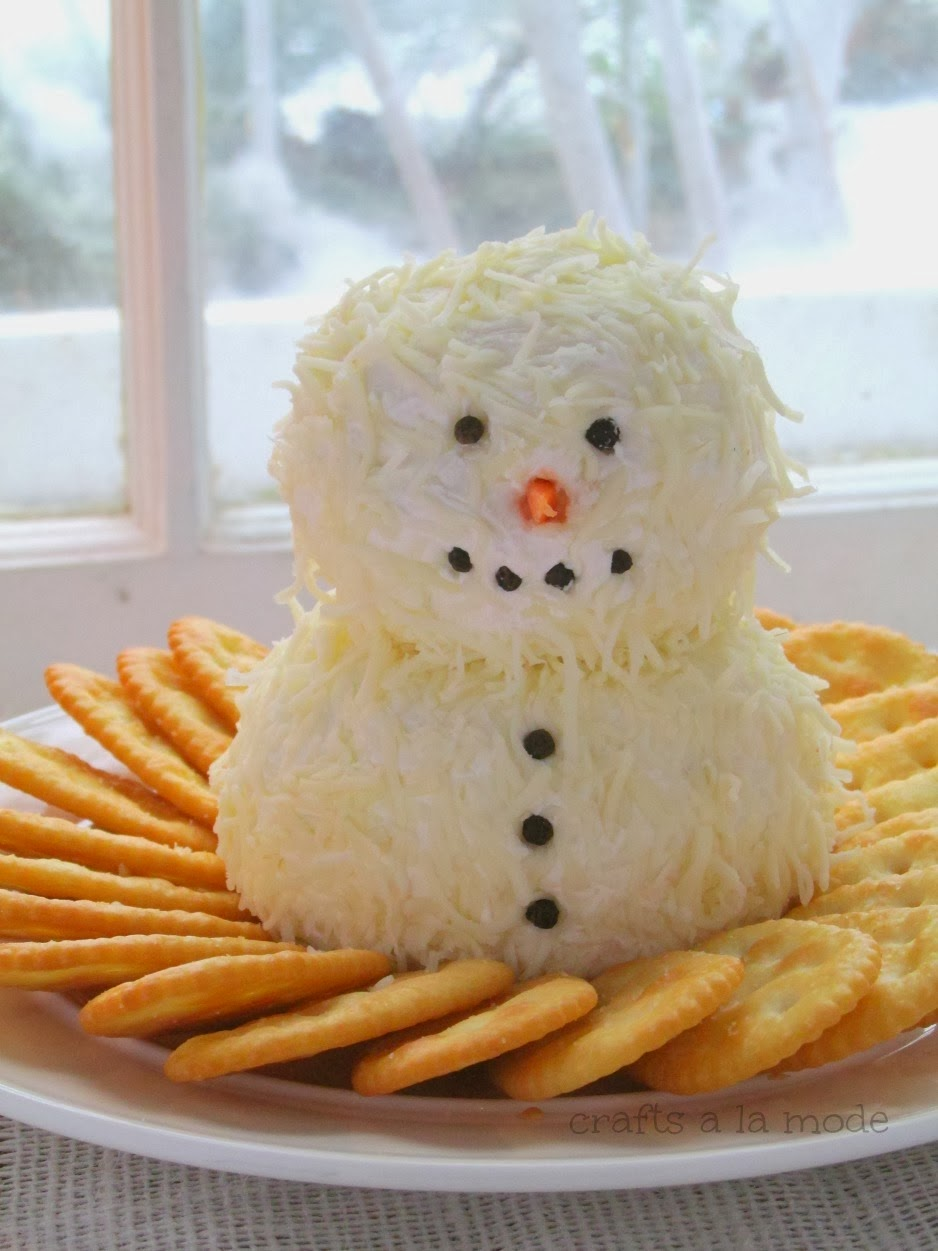 http://www.craftsalamode.com/2013/12/cute-and-yummy-snowman-cheeseball.html