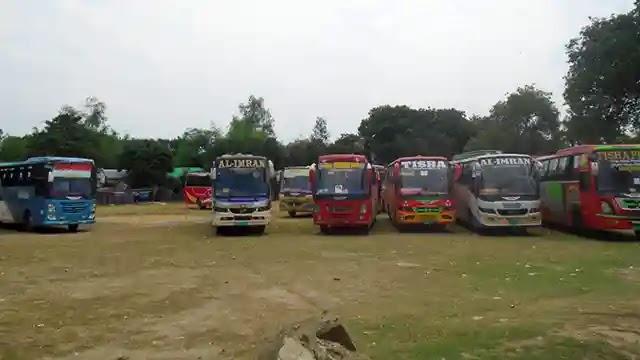 ঢাকাগামী বাস ফেরৎ দিচ্ছে কাজিপুর থানা পুলিশ