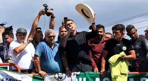 NOS BRAÇOS DE PECUARISTAS, BOLSONARO CHEGA A MARABÁ E TRIPUDIA DE SEM TERRA - VEJA FOTOS..