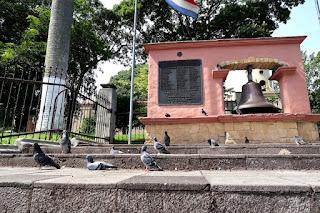 Pigeons at the central park in Escazu