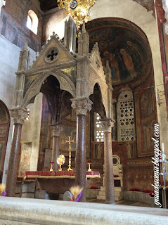Baldaquino da Igreja Bocca della Veritá em Roma
