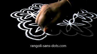 Poo-kolam-with-7-dots-910as.jpg