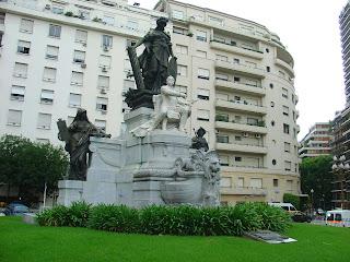 Plaza Carlos Pelegrini, em Frente à Embaixada do Brasil, em Buenos Aires