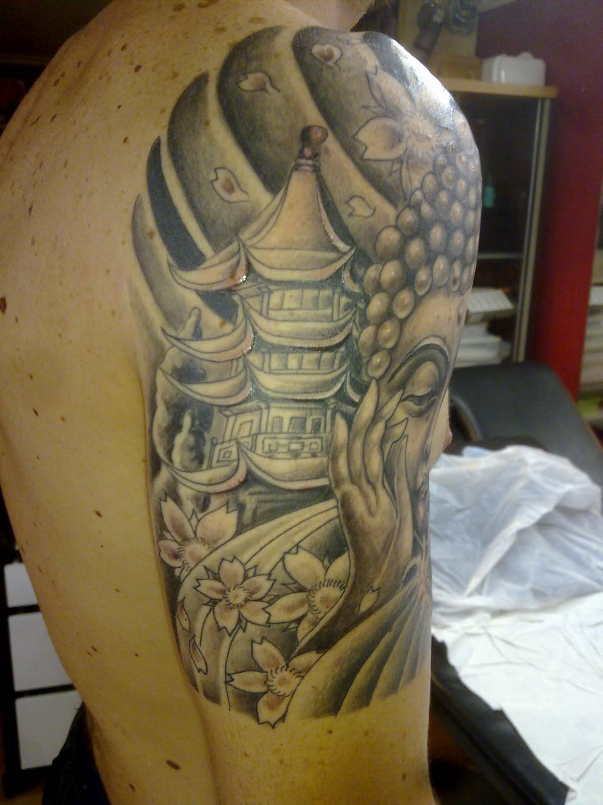 La de los tatuajes mostrando la panocha - 2 1