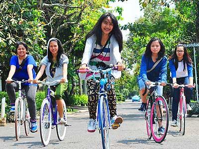 gaya hidup dalam kehidupan anak remaja masa kini mungkin sudah gak karuan dibandingkan dengan gaya terdahulu