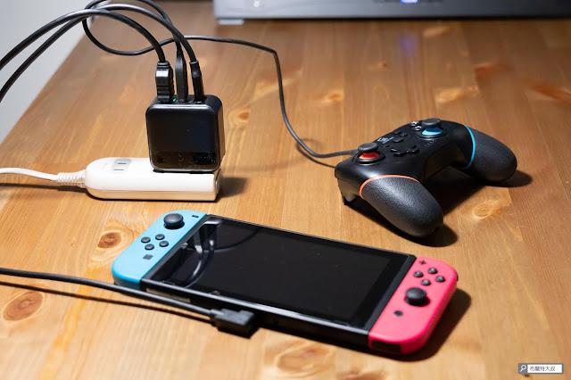 【開箱】Switch 主機底座再次進化,電玩酒吧 GAME'NIR DOCK CHARGER 3 - 有時候用內建的 USB-A 來充電也蠻方便的