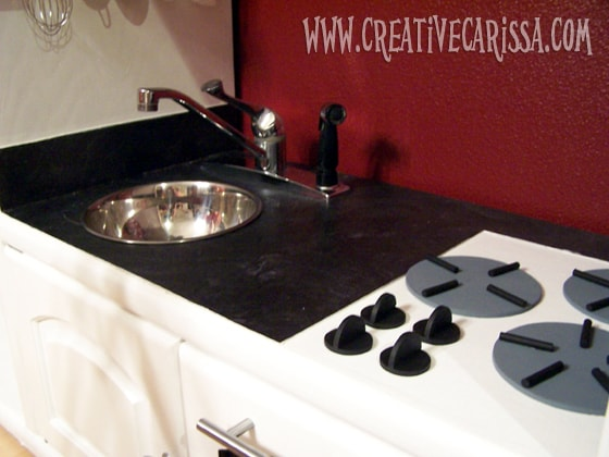 easy to make DIY play kitchen #creativegreenliving