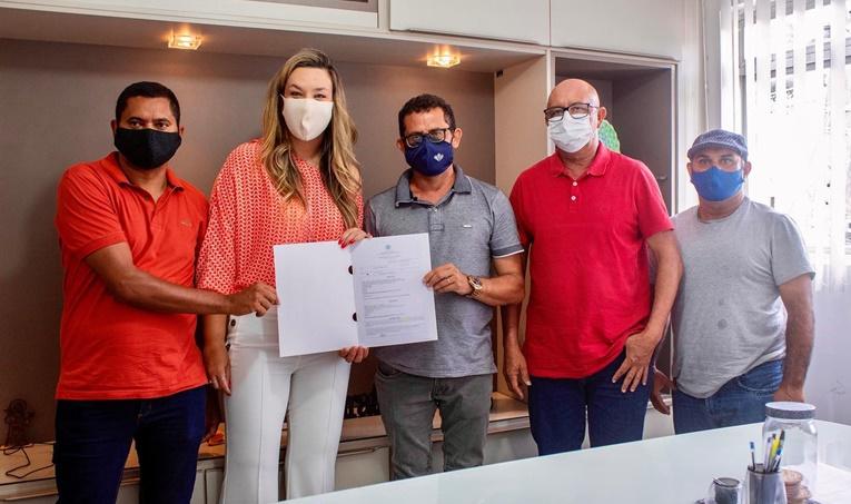 Camila visita prefeito de Pilõezinhos, reafirma parceria e destina emenda para construção de passagem molhada
