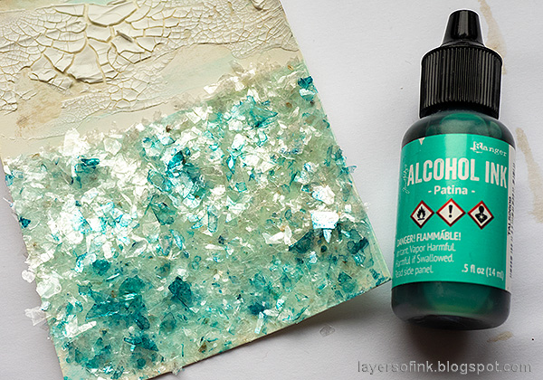 Layers of ink - Lighthouse Tag with crackle paste and mica flakes by Anna-Karin Evaldsson. Color Tim Holtz mica flakes.