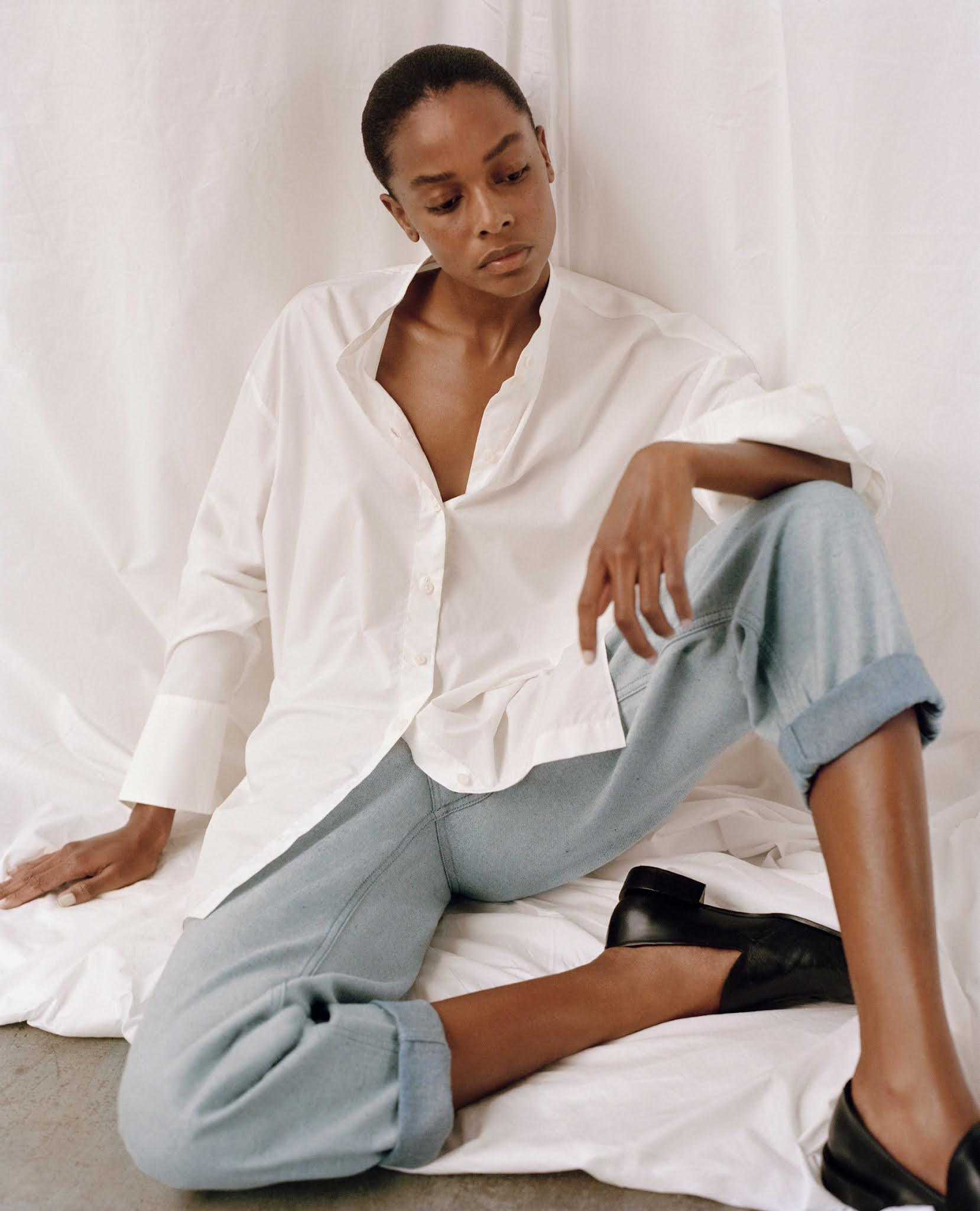 5 Minimalist Fall Outfit Ideas — Capsule Wardrobe with white button-down shirt, straight-leg cuffed jeans, and black loafers