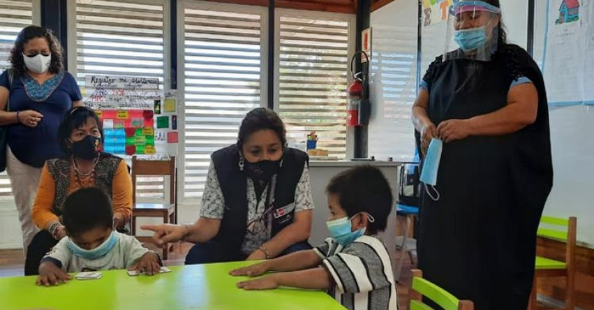 MINEDU: Viceministra de Gestión Pedagógica visita escuelas semipresenciales en región Ucayali