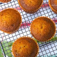 http://www.bakingsecrets.lt/2014/10/moliugu-keksiukai-pumpkin-cupcakes.html
